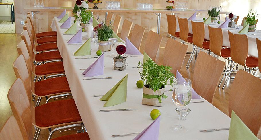 Beispiel: Festlich gedeckter Tisch, Foto: Hotel Gasthaus Adler.
