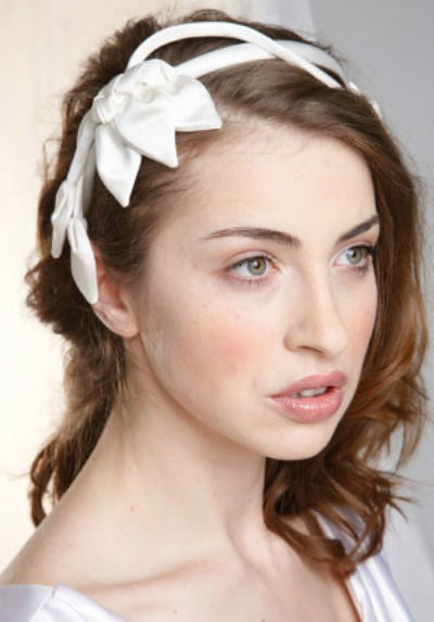 Beispiel: Haarschmuck, Foto: Silke Wagner Couture.