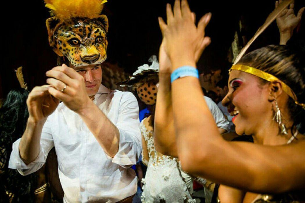 Accesorios para hora loca Amazonas (novios)