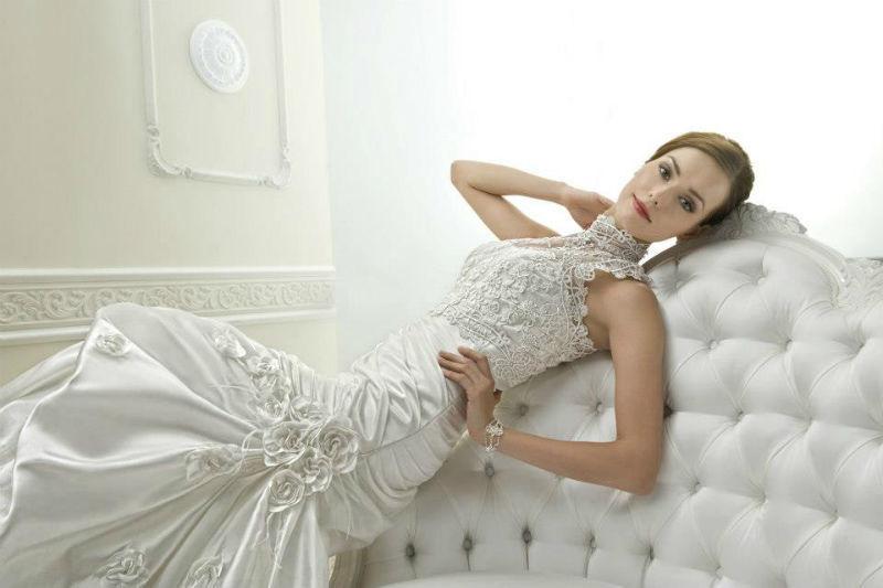 Beispiel: Elegante Brautkleider, Foto: Brautmoden Center Stefanie.
