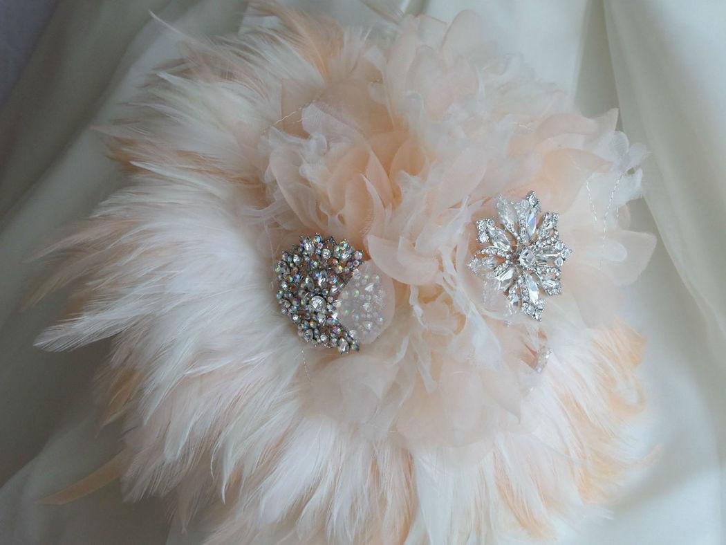 Bouquet de organza y plumas
