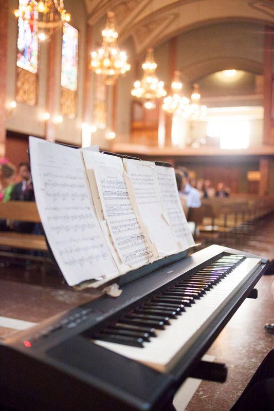 Piano en ceremonia religiosa