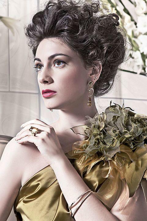 Beispiel: Ihr Kleid mit einem Hauch an Extravaganz, Foto: Ella Deck Couture Abendmode.