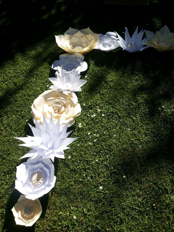 Flores gigantes de papel para decorar gazebo