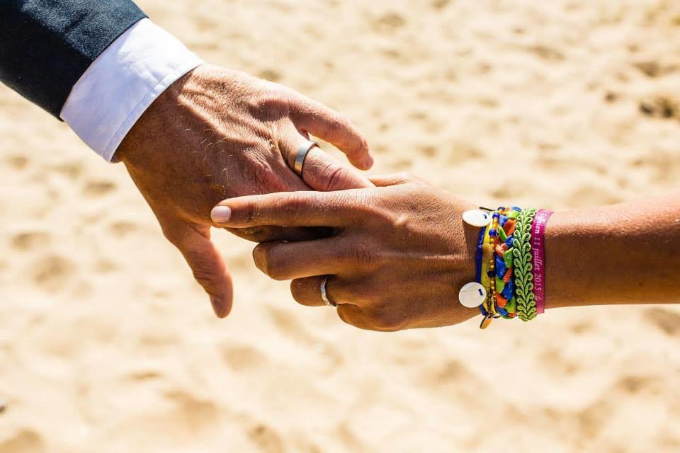 Bracelet au couleurs du bouquet de la mariée  Photo David Maire -Robe Orlane Herbin