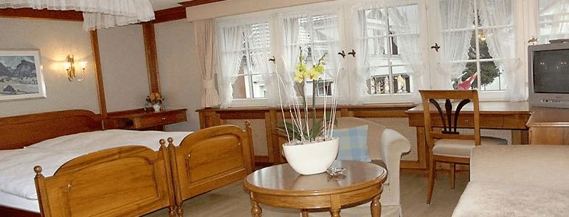 Beispiel: Hotelzimmer, Foto: Romantik Hotel Säntis.