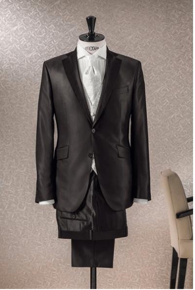 Beispiel: Elegante Anzüge, Foto: Schanda Männermodewelt.
