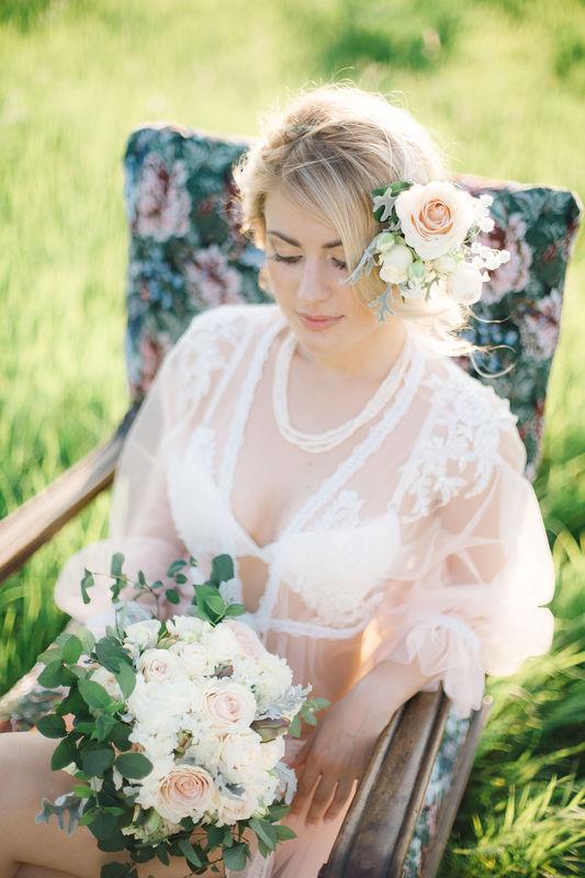 Мария. Венок из живых цветов очень актуален в образе невест в последние годы
