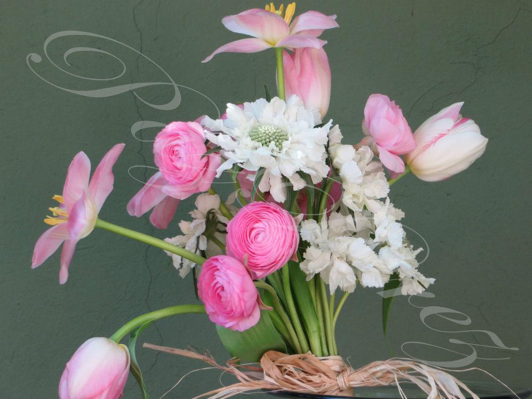 Ramo de Novia en rosa, con tulipanes, scabiosa, ranúnculos