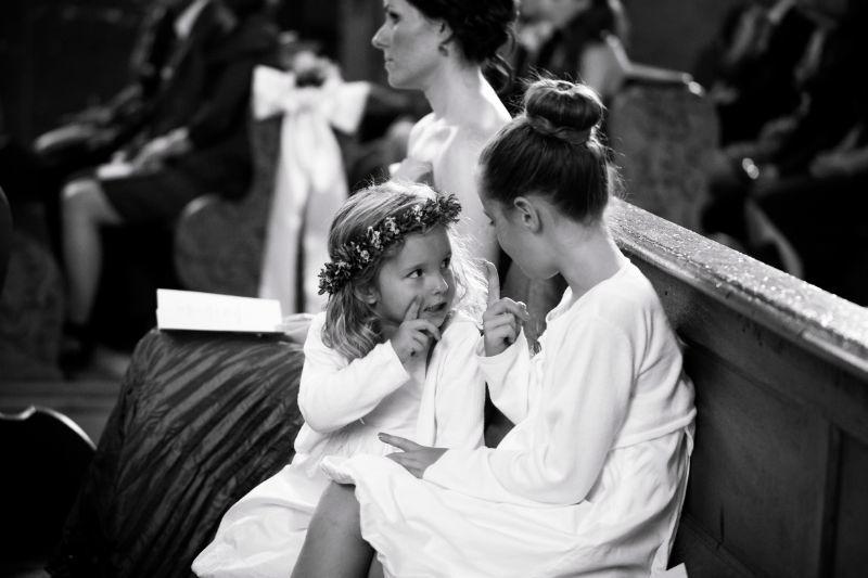 Kinder während der Trauung