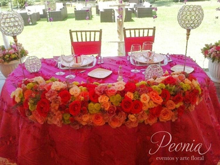 Mesa de novios. Peonia Eventos y Arte Floral