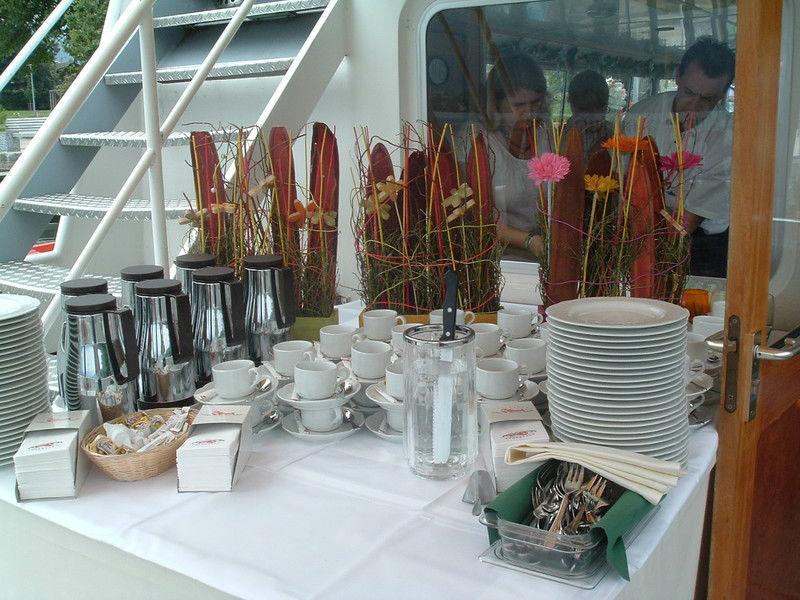 Beispiel: Kaffee-Büffet, Foto: Mondsee Schifffahrt.