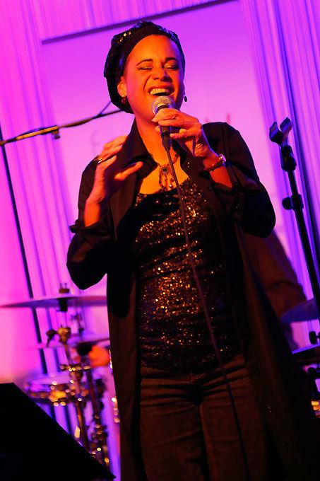 Beispiel: Sängerin, Foto: forjoy.