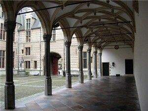 Arcades grote binnenplaats