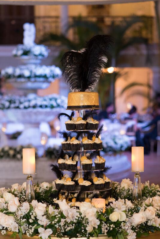 Cupcake Wedding Cake y fuente decorada