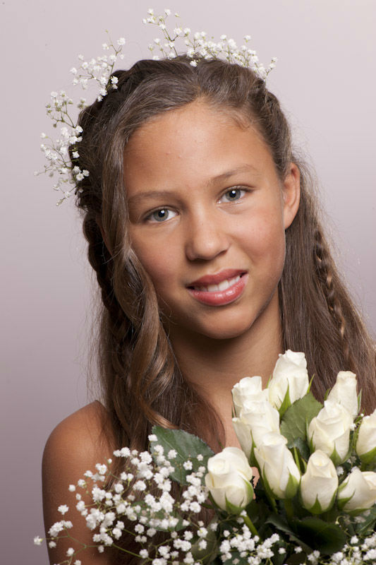 Beispiel: Styling für Blumenmädchen, Foto: Hochzeitsstyling Hair & Make-up by Jestina Schamberger.