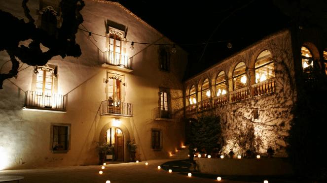 Exterior Masía de noche