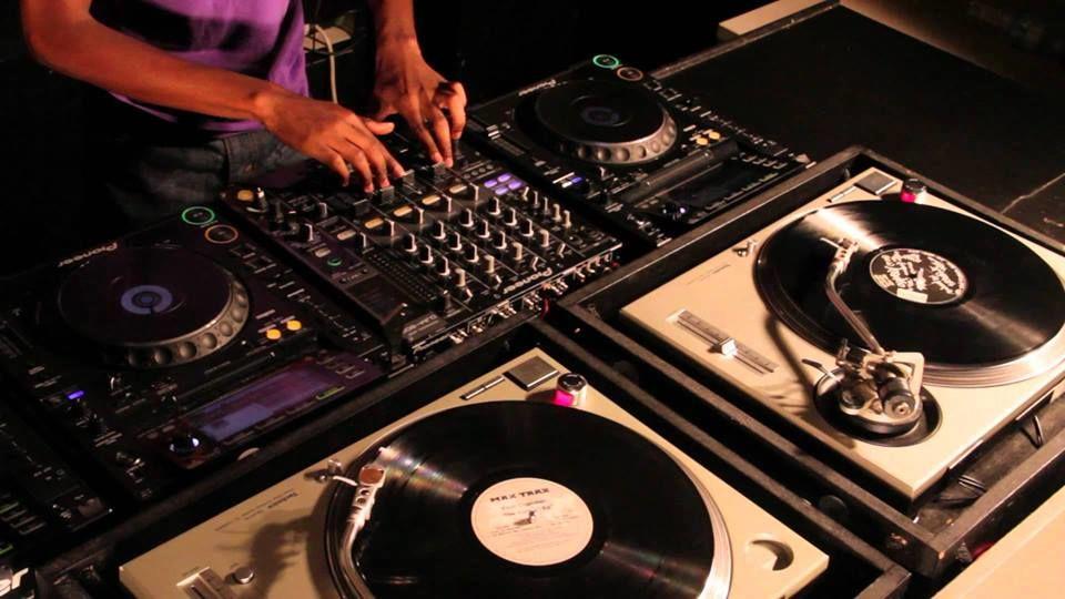 DJ Mauricio Loubato