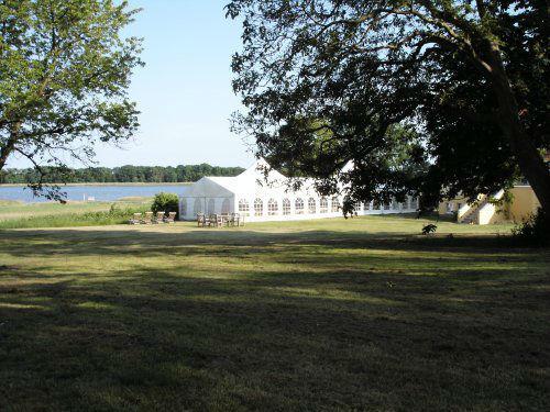 Beispiel: Hochzeitslocation im Garten, Foto: Gut Grubnow Rügen.