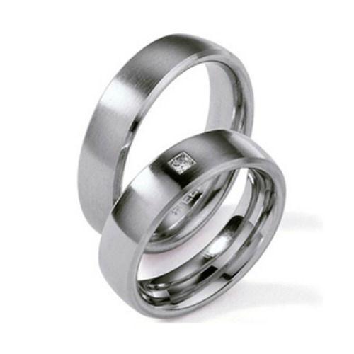 Beispiel: Trauringe - Stahl/Titan, Foto: Giuli.