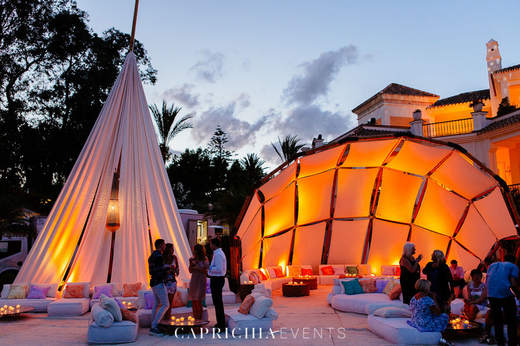 Lounge area by Caprichia