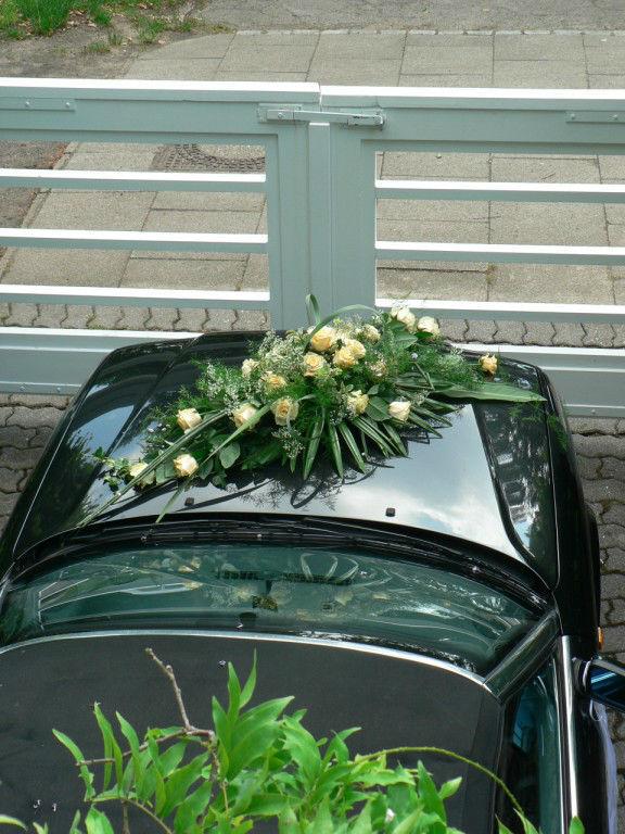 Beispiel: Autoschmuck, Foto: Margret Pleß Blumendekorationen.