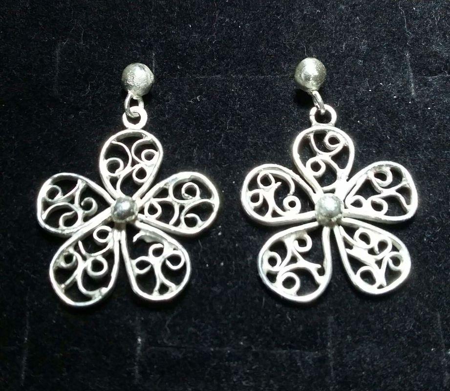 Aritos de flor, hechos a mano en plata fina 950. Pedido hecho para un matrimonio, delicado y bello.