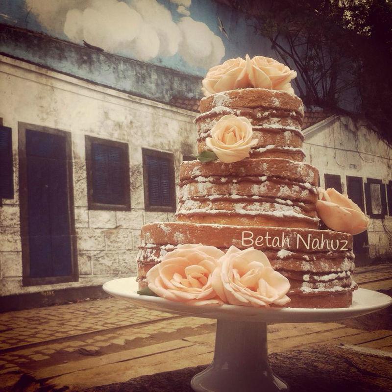 Naked cake com rosas brasileiras de exportação
