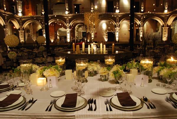 Servicio de mesa y decoración de mesa. Foto: Ex Convento de San Hipólito
