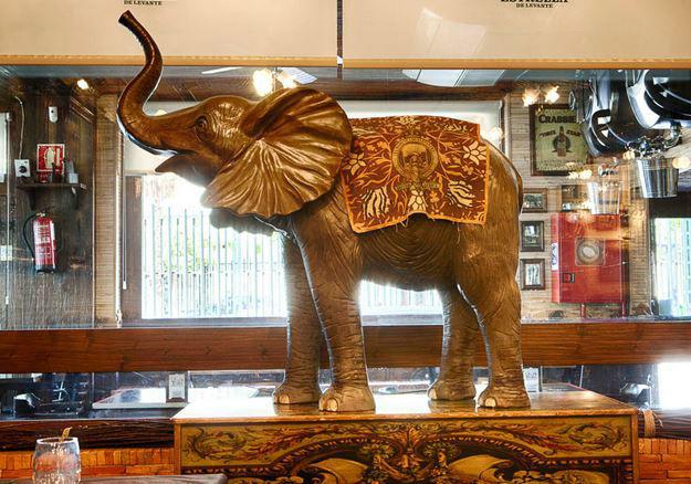 El paso de los elefantes.
