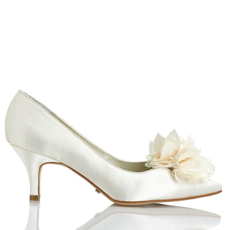 Menbur Modelo Yves 4756 www.menbur.com/es/es/zapatos/novia
