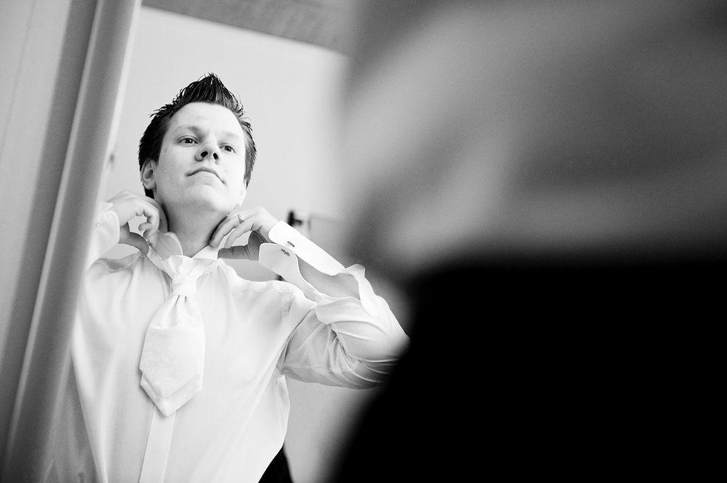 Hochzeitsfotografie, Bräutigam, get dressed