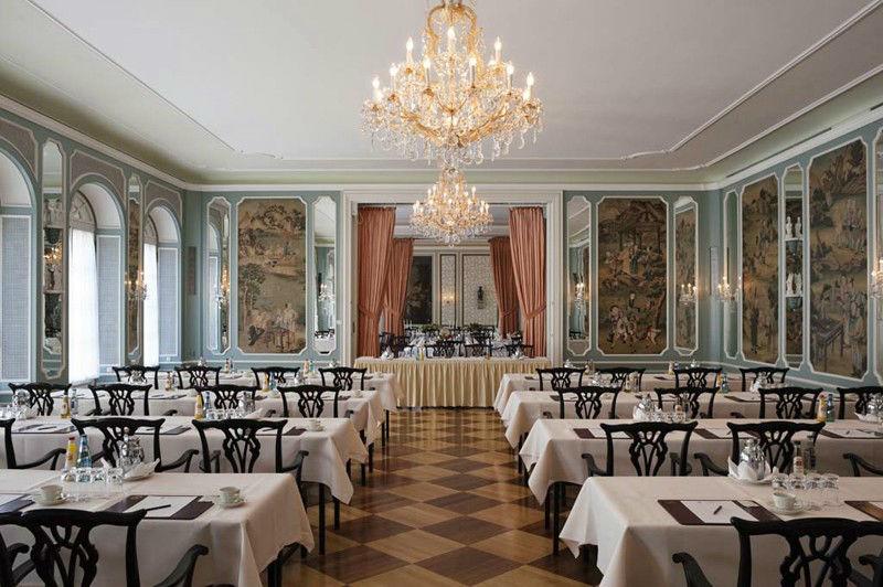 Beispiel: Festsaal mit parlamentarischer Tischanordnung, Foto: Grandhotel Hessischer Hof.