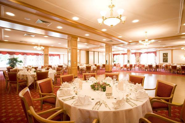Beispiel: Festsaal, Foto: Dehner Blumen Hotel.