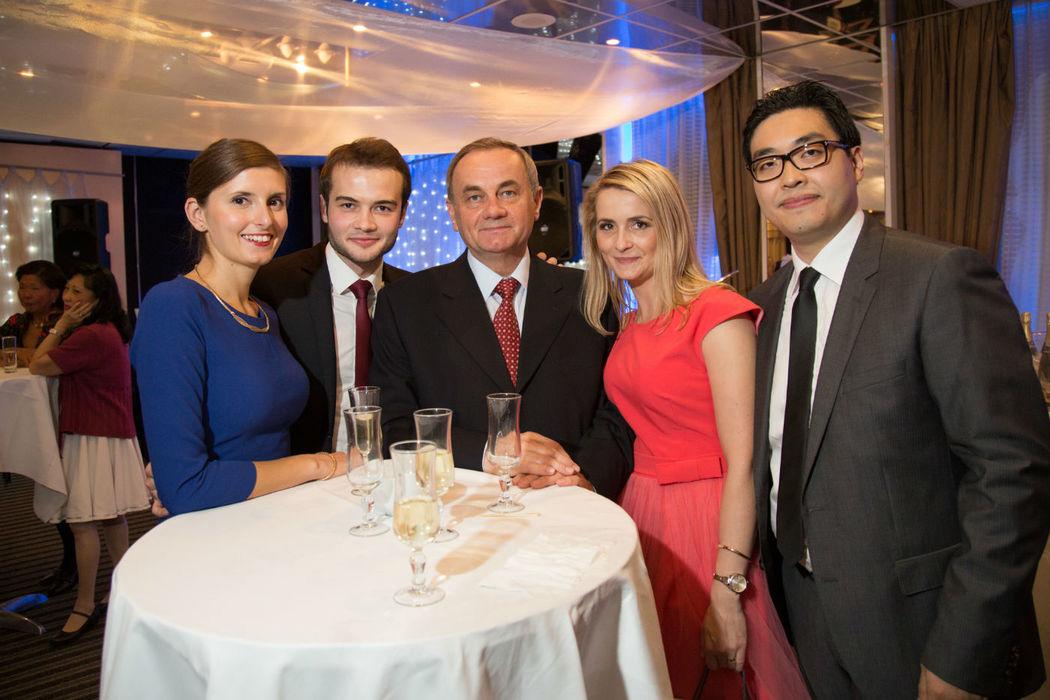 Photo de groupe improvisée durant le cocktail.