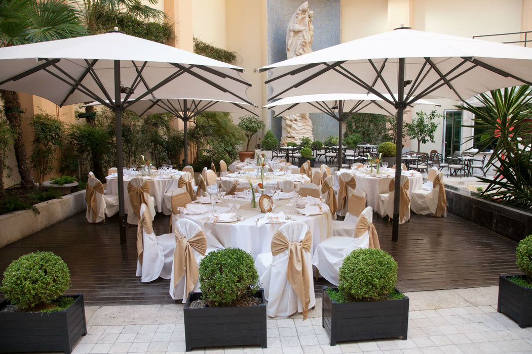 Celebración de boda en la terraza jardín hasta 150 invitados.