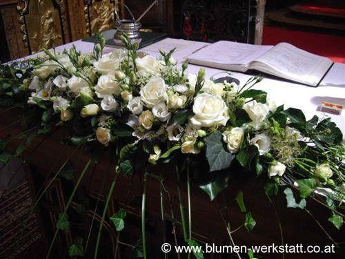 Beispiel: Blumenschmuck für den Altar, Foto: Blumenwerkstatt Klára Kwas.