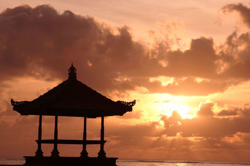 Atardecer en Bali - Indonesia en tus manos.