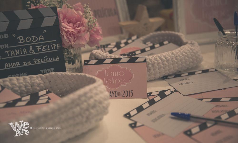 We Are. - Wedding planner. Diseño y Montaje de mesa de firmas cine clásico.