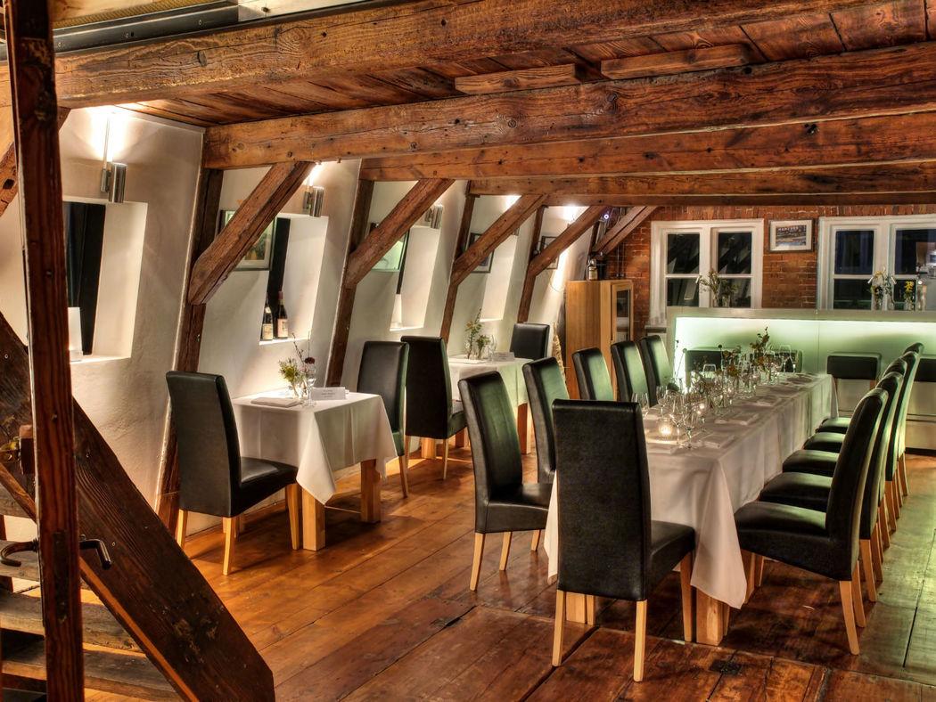 Beispiel: Salon - Sitzbereich und Bar, Foto: Eventlocation Waterfront.