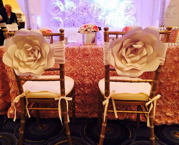 Flores para sillas de invitados