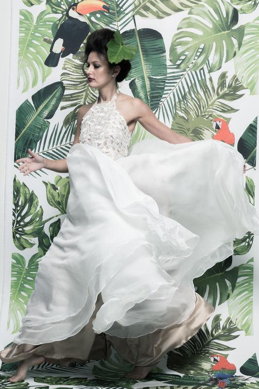 Vestido Pétala - R$ 1.069,90  http://www.oamoresimples.com.br/pd-30e462-vestido-de-noiva-petala.html?ct=b9acf&p=1&s=1