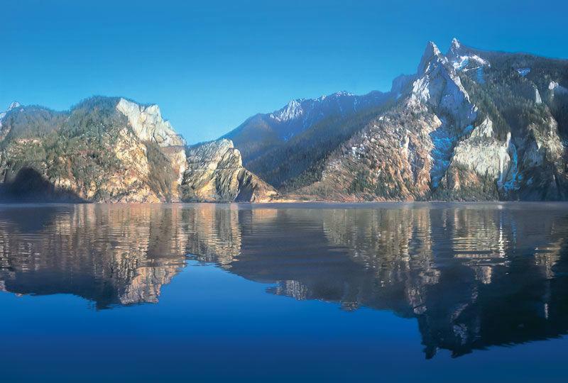 Foto: Ausblick in die Berge vom Schiff aus.