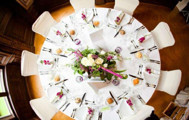 Beispiel: Bankett - Tischdekoration, Foto: Hadrigan Blumen Ambiente.