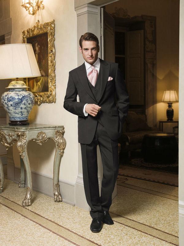 Beispiel: Wilvorst Mode für den Bräutigam, Foto: Harem Brautmode.