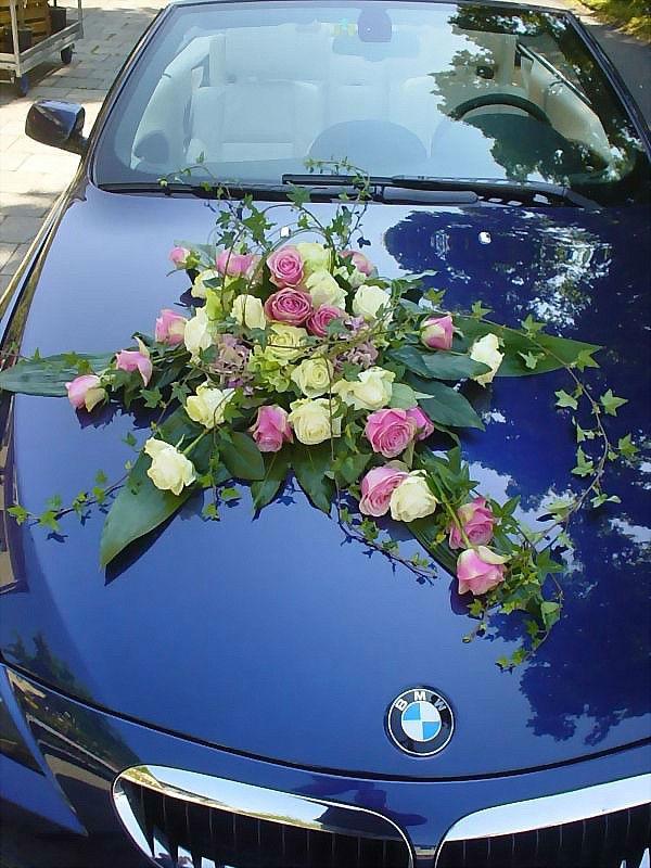 Beispiel: Wunderschöner Autoschmuck, Foto: Blumen-Heller.