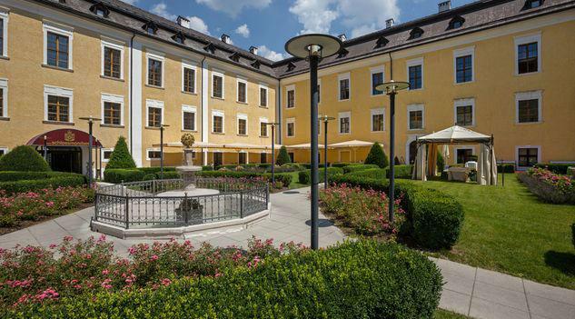 Beispiel: Innenhof, Foto: Romantik Hotel Schloss Mondsee.
