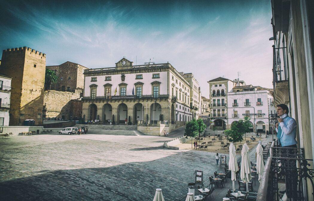 En la Plaza Mayor de Cáceres