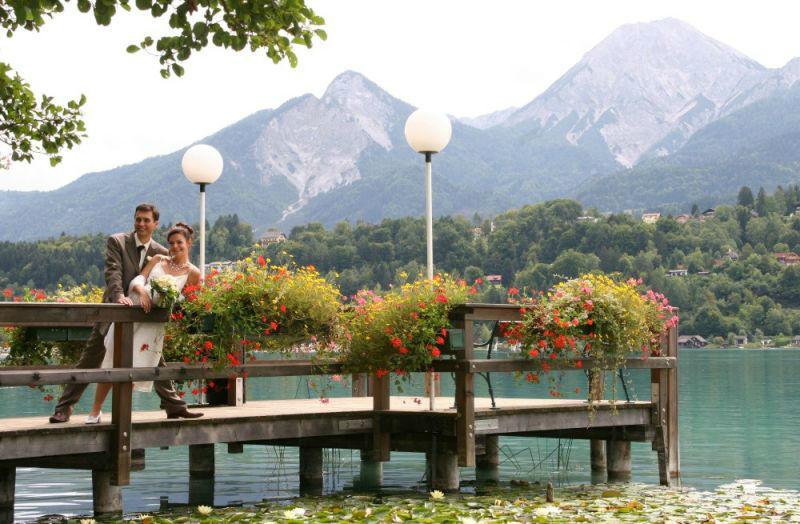 Beispiel: Brautpaar am Steg, Foto: Inselhotel Faakersee.