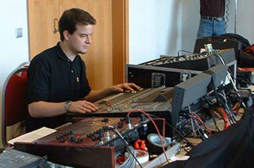 Beispiel: Peter Madritsch am Mischpult, Foto: The DJ.